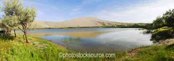 Photo of Bruneau Sand Dunes and Lake